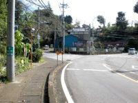 題目坂手前の信号(左へ)