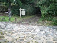 石畳の交差点(直進)