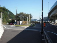 箱根新道・国道一号線・小田急箱根道合流点を左へ分岐