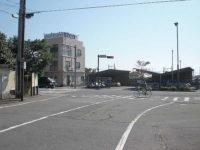 新幹線をくぐって国道一号線を左折(枡形)