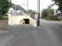 東海道本線をくぐる(竹縄架道橋)